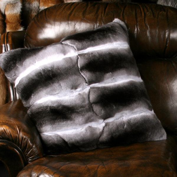 Подушка из меха шиншиллы