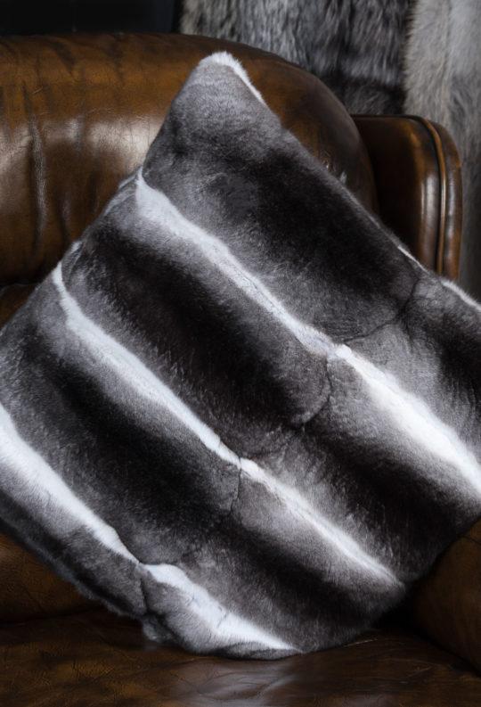 Меховое изделие - подушка